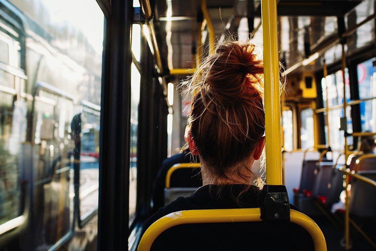 O transporte coletivo retira em média 35 veículos poluentes das ruas. Embarque nessa!